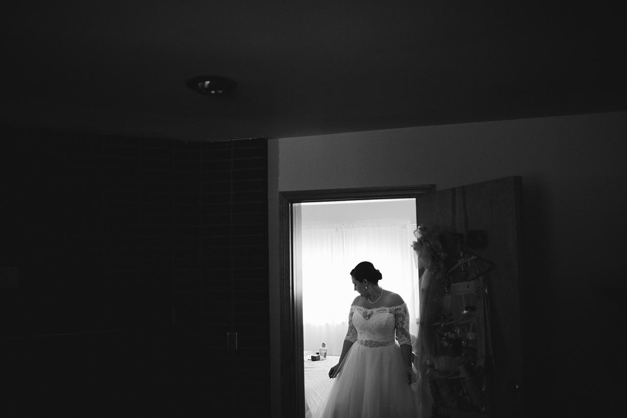 bride getting ready full moon resort