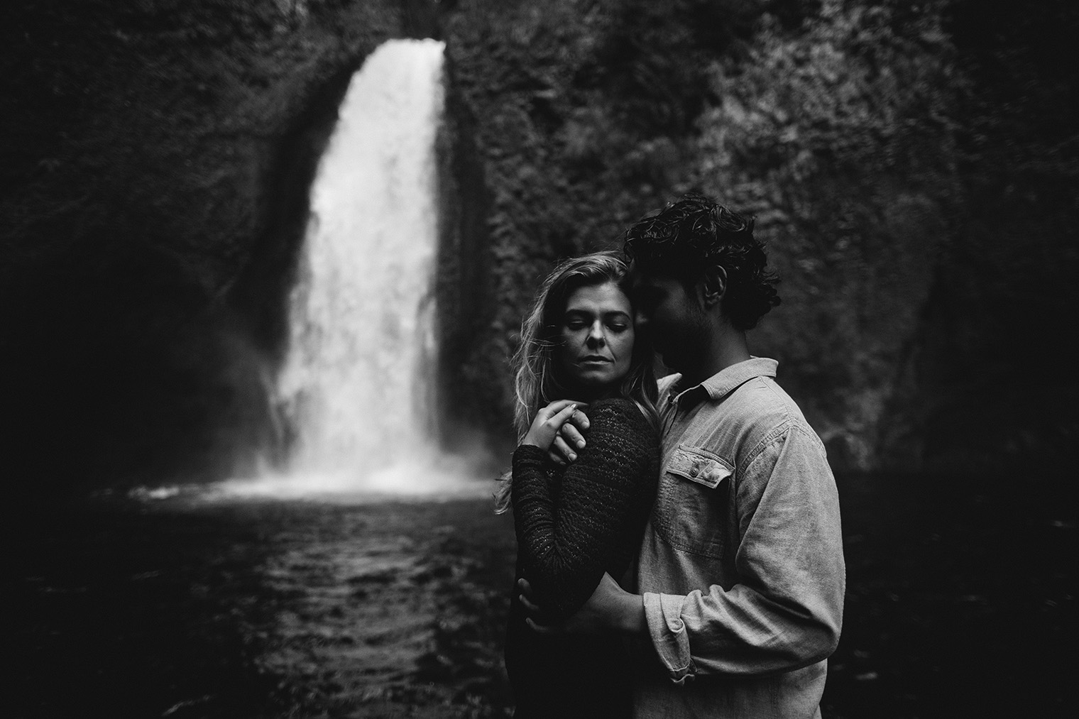 wahclella falls engagement session bw_73