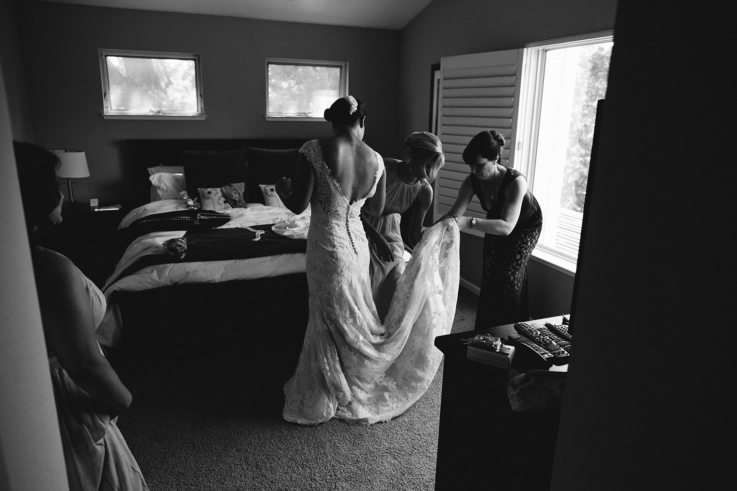bride getting ready in santa rosa