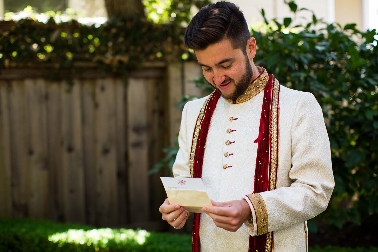 groom reading gift note from bride in Napa