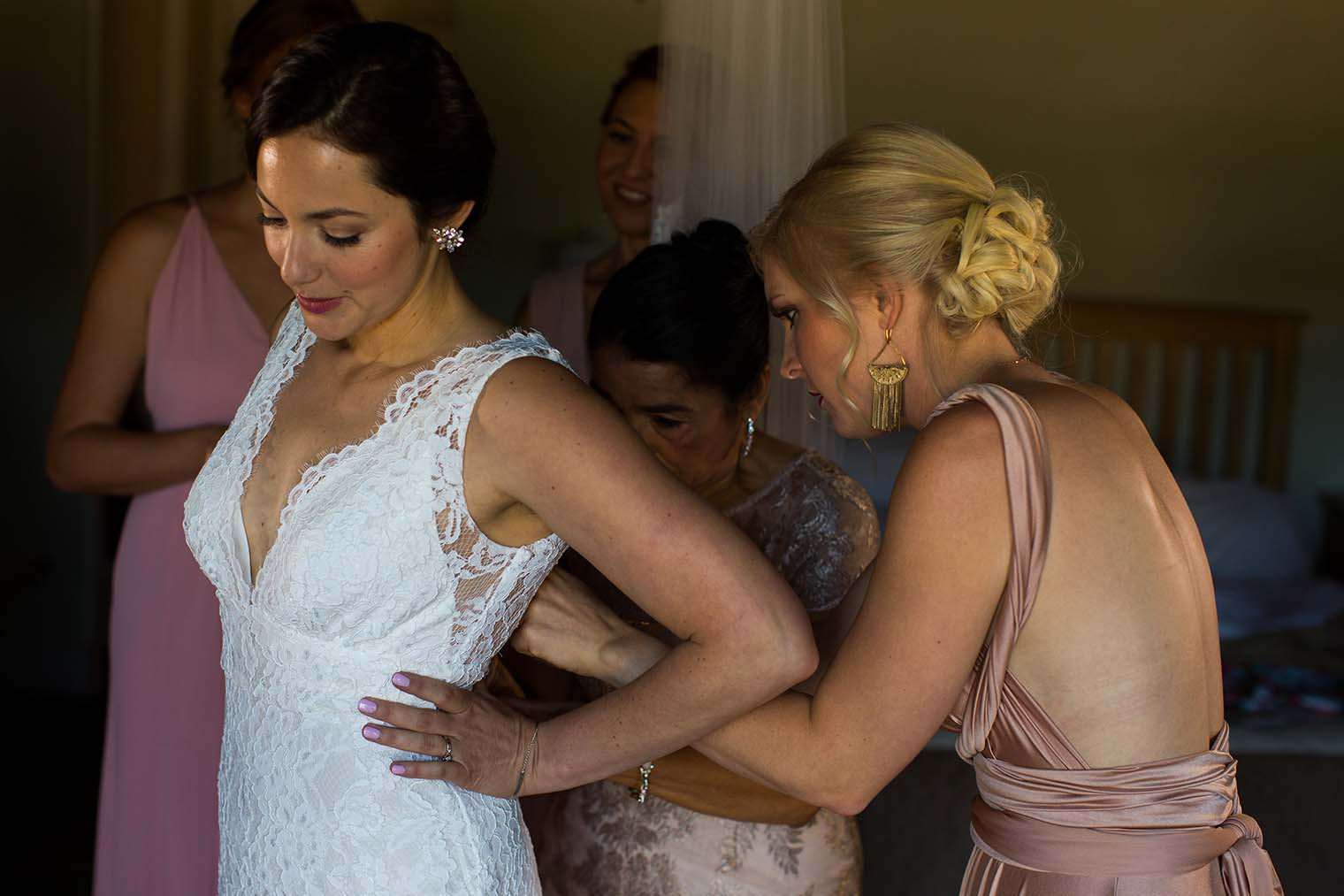 Bride getting ready at Highland Dell Lodge