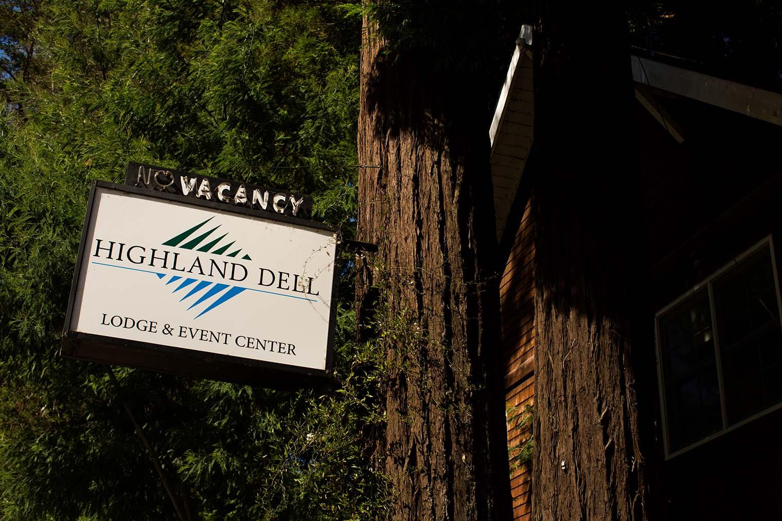 Highland Dell Lodge sign