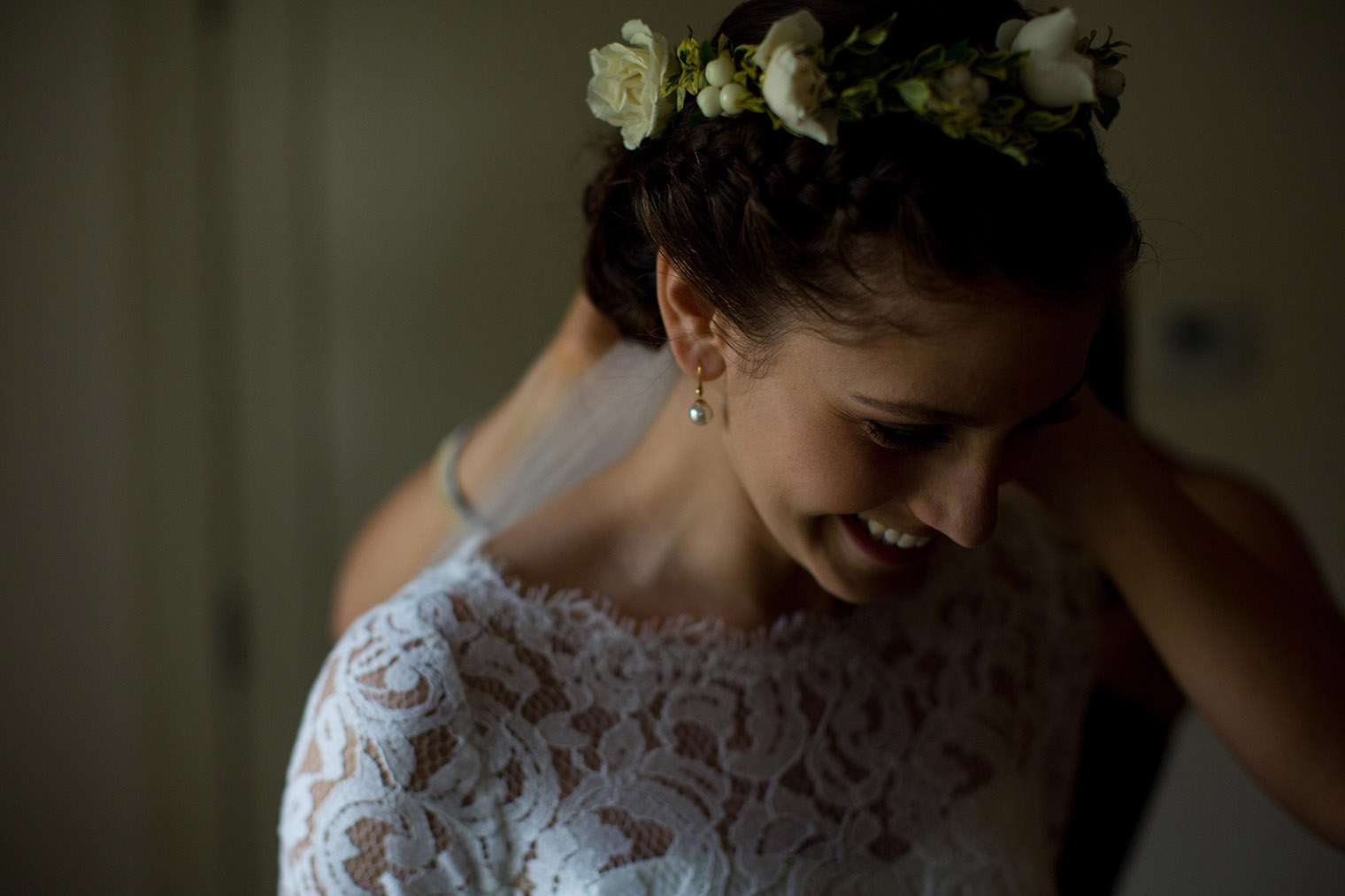 bride getting ready at indian springs