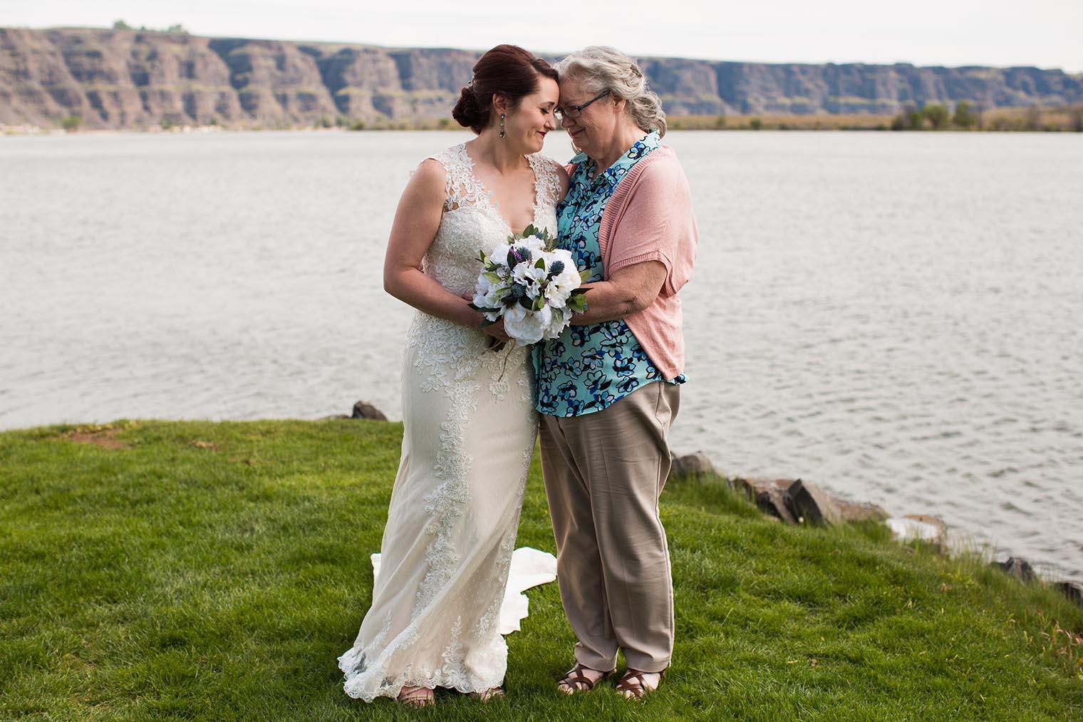 Bride and Mother at Wenatchee Wedding