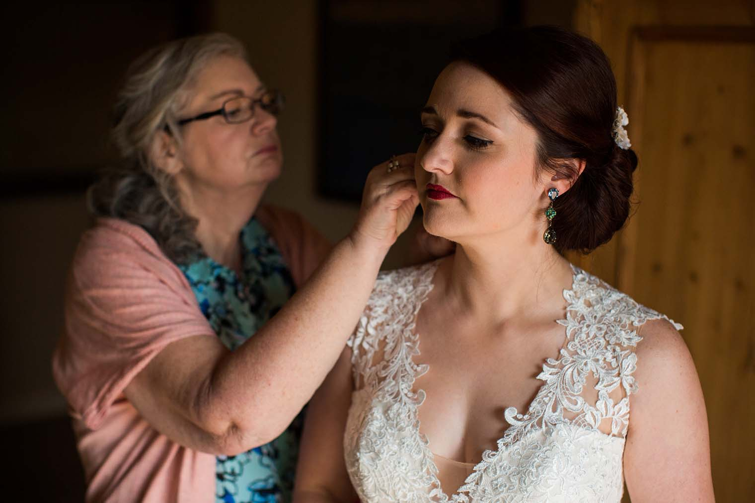Bride getting ready in Wenatchee WA