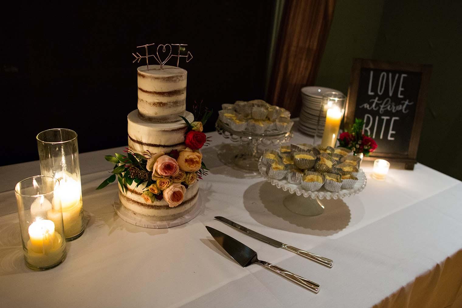 wedding cake at Highland Dell Lodge