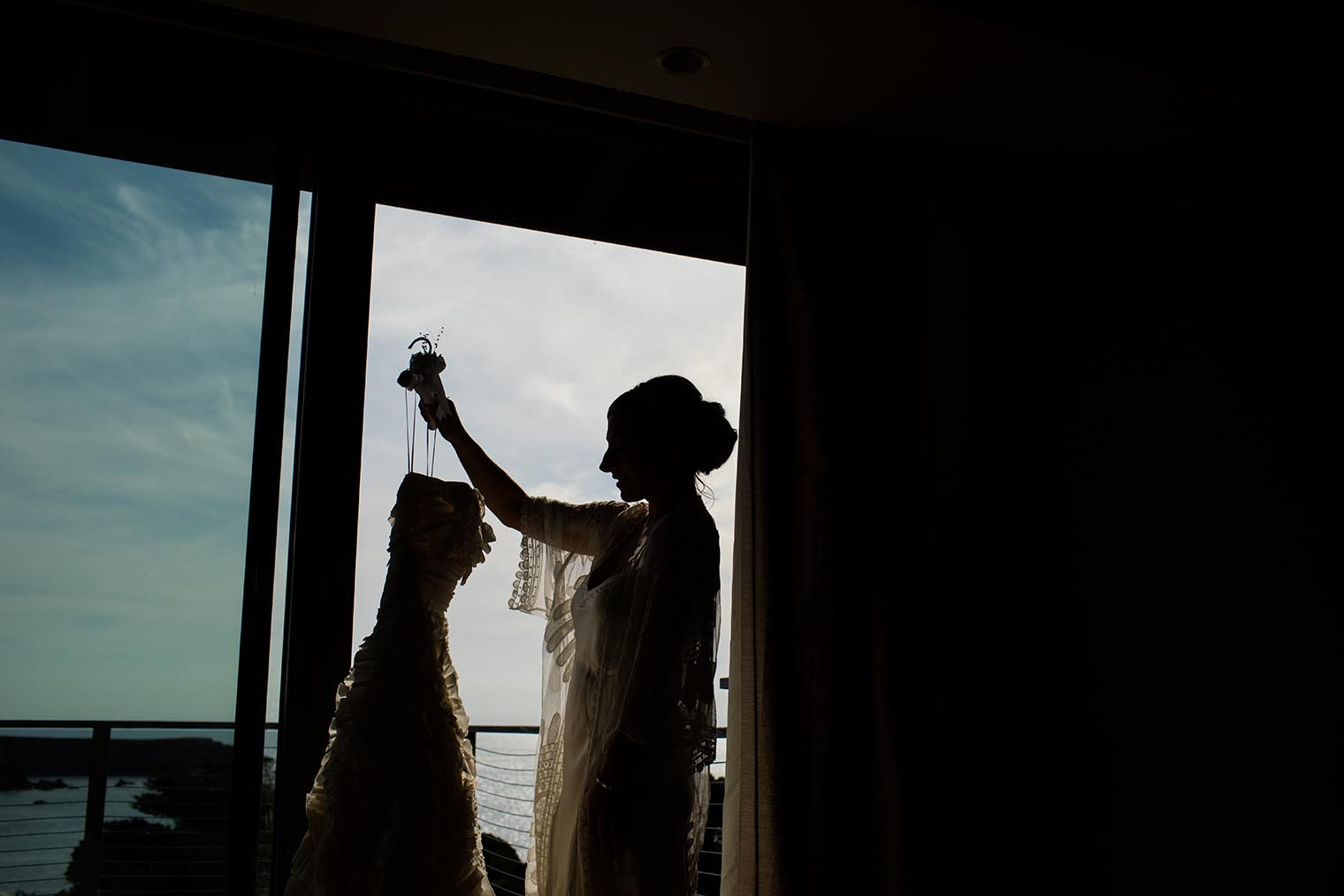 bride getting ready at heritage house resort