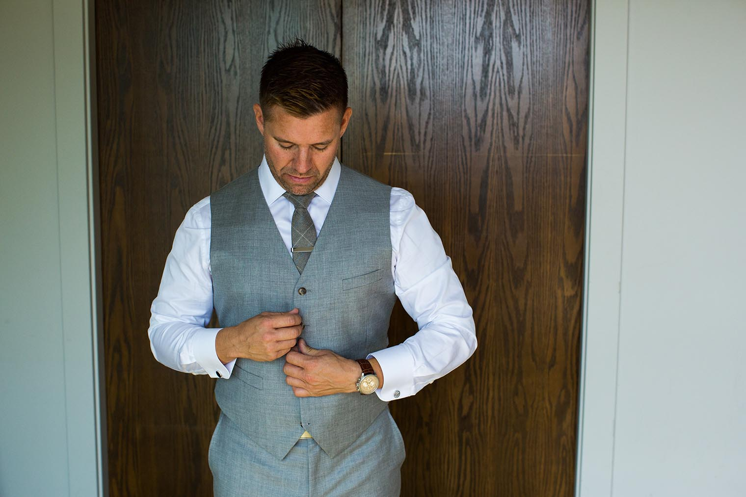 groom getting ready at heritage house resort